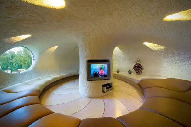 Seashell House tv lounge