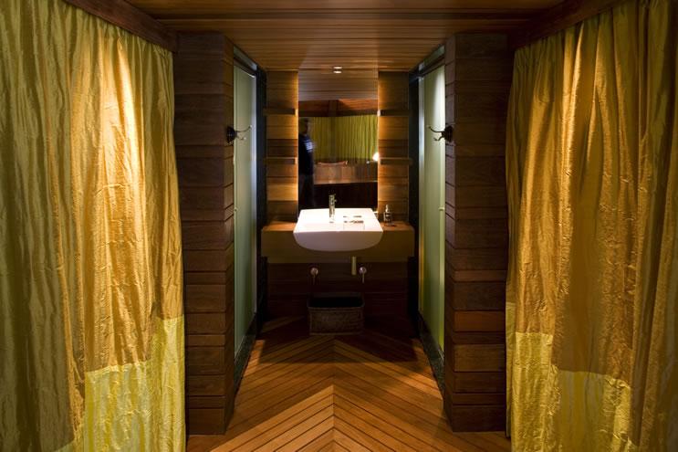 leaf house bathroom