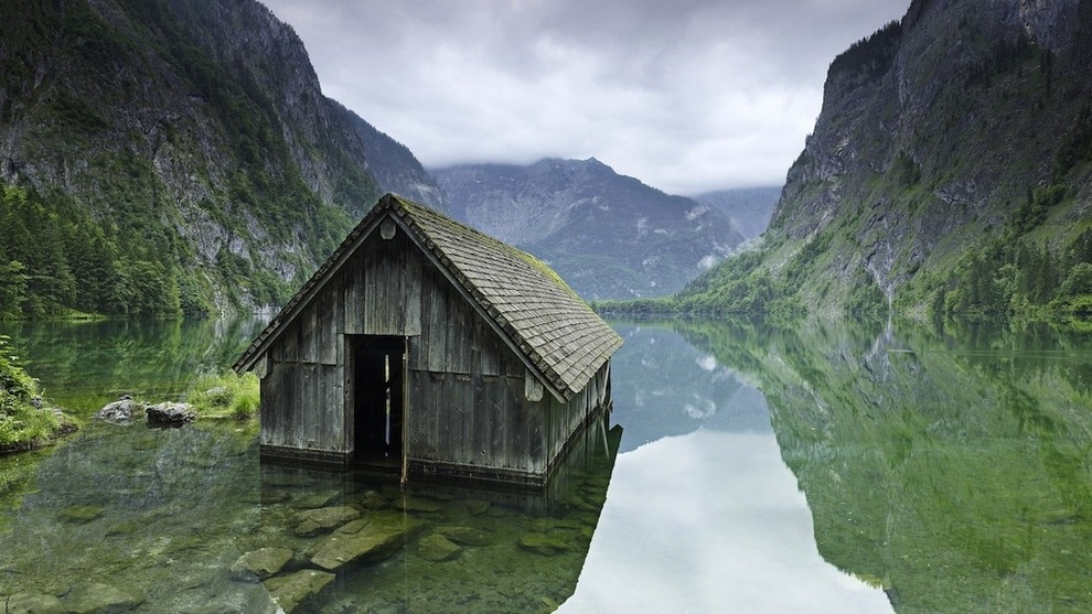 Fishing hut lake Germany