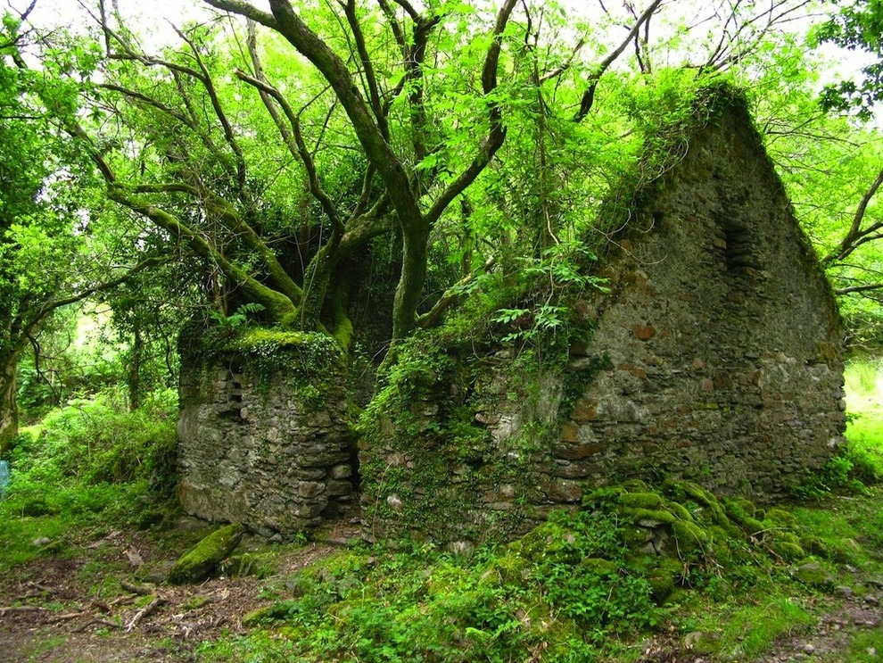 Kerry Way walking path between Sneem and Kenmare Ireland